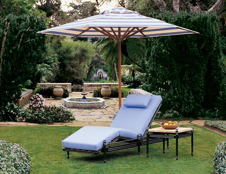 Giati - Castillo Chaise Lounge, Side Table & Umbrella