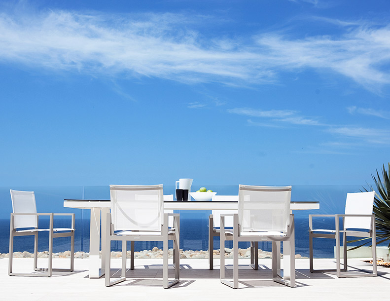 Harbour Outdoor - Piano Chairs & Clovelly Table