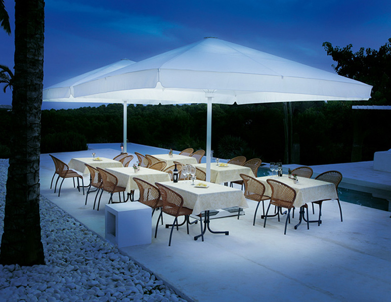 Caravita - Big Ben Umbrellas with Integrated Lighting System