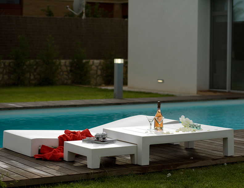 Vondom - Jut Tables & Chaise Lounge