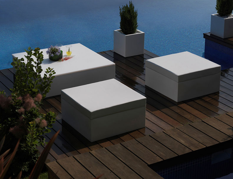 Vondom - Quadrat Seats, Table, Planters
