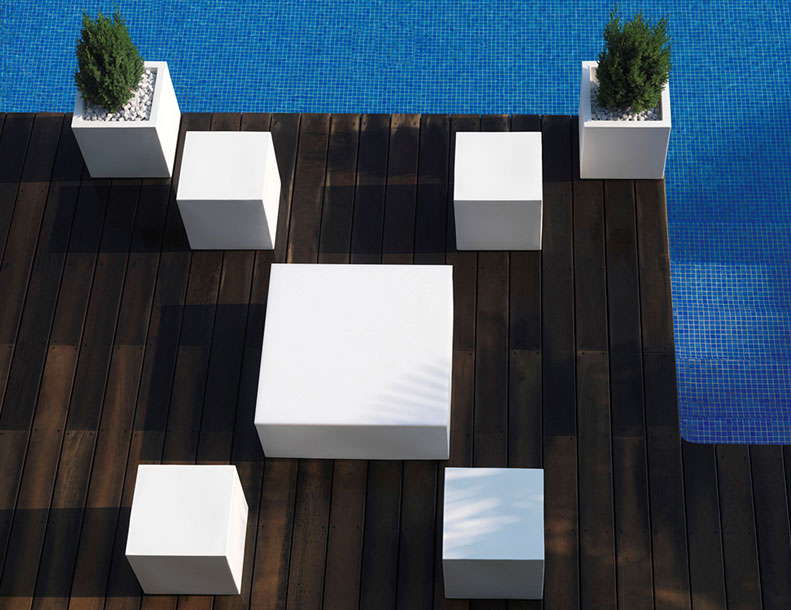 Vondom - Quadrat Tables & Planters