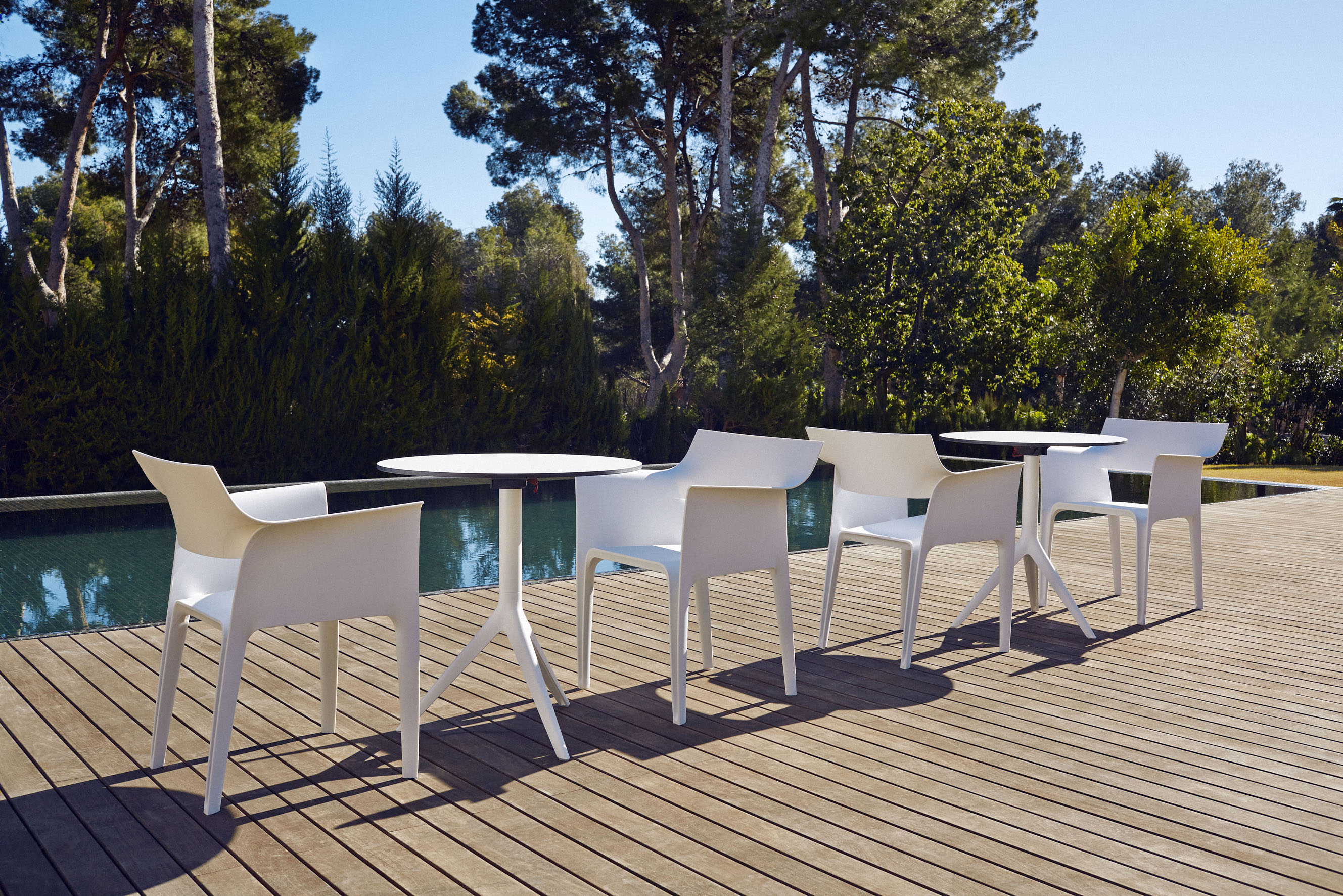 Vondom - Mari-sol Table & Pedrera Chair
