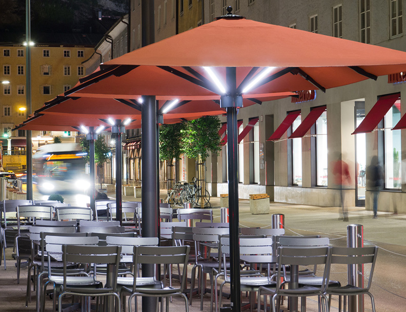 Caravita - Big Ben Umbrellas with integrated lighting