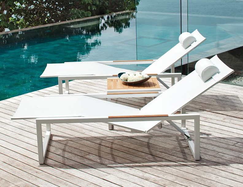 Royal Botania - Ninix Chaise Lounges & Table