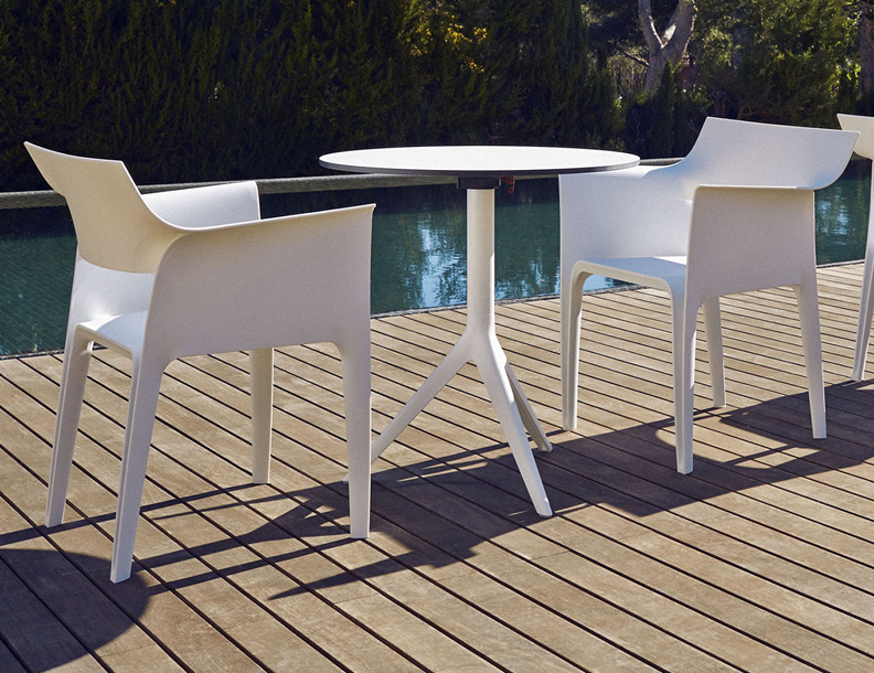 Vondom - Mari-sol Table & Pedrera Chairs